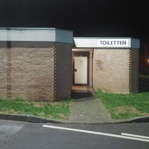 Toilette auf dem Parkplatz an der Brunnenstraße